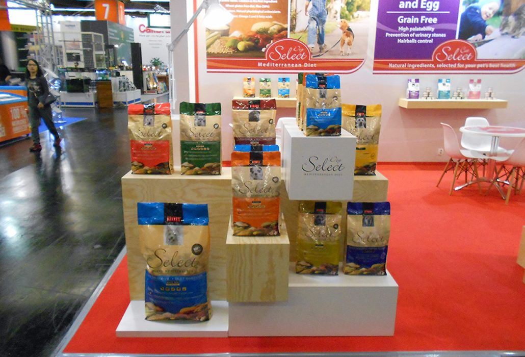 Expositor Select Dog En Interzoo 16